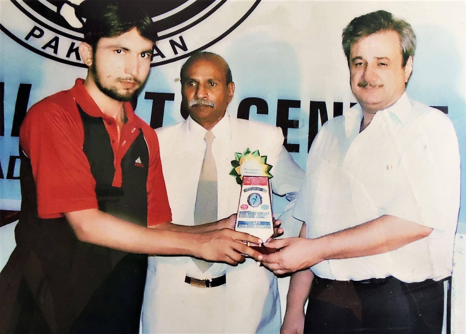 Malik Muhammad Saad giving award to a student of Karate Player