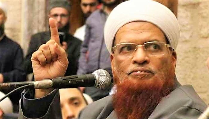 Mufti Taqi Says Clerics Agreed On 3-Feet Distance During Prayers not 6