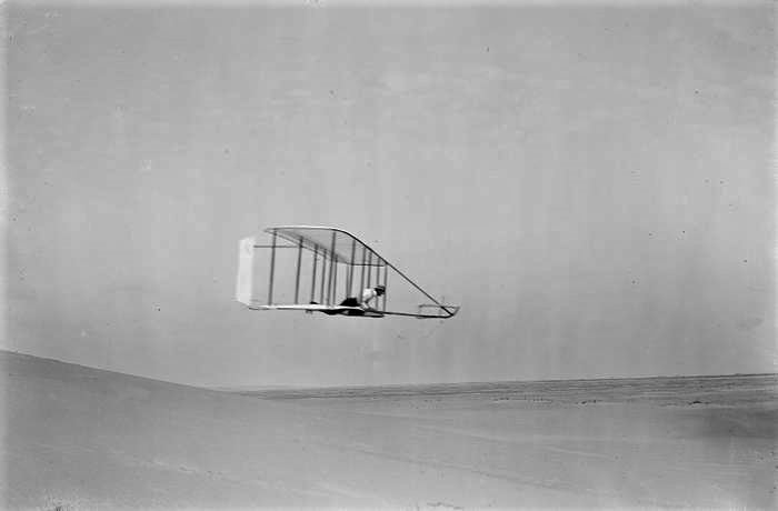 Side view level flight Wilbur Wright Kitty October 10 1902