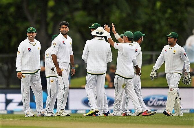 New Zealand take control of 1st Test against Pakistan