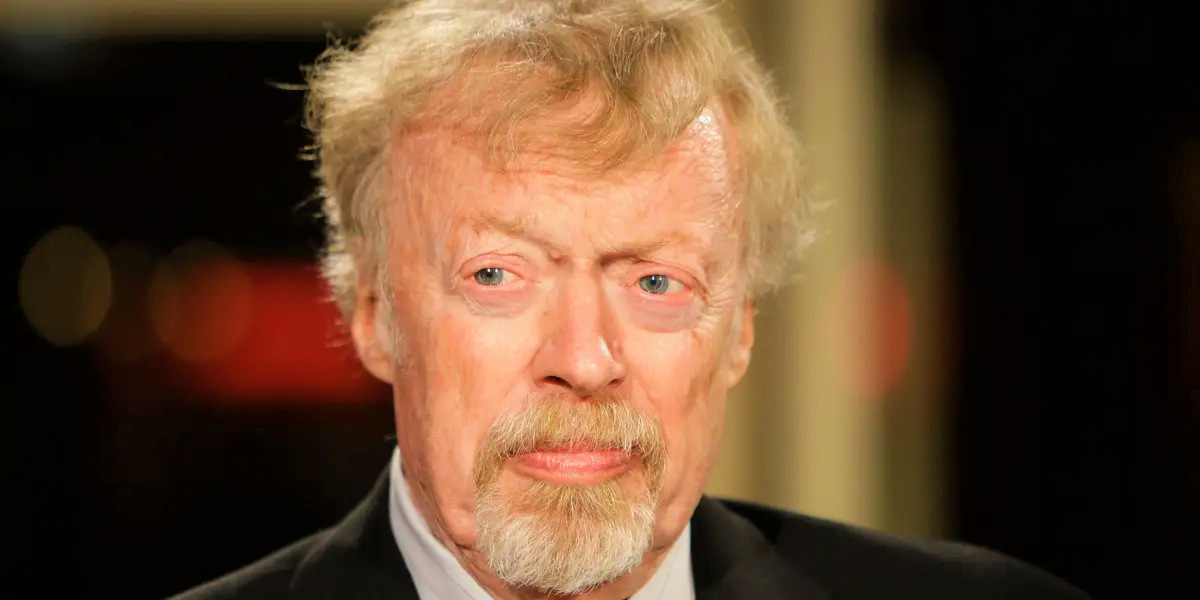 Why Nike founder Phil Knight hired accountants and Lawyers